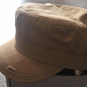 """Cream """"news boy"""" hat"""